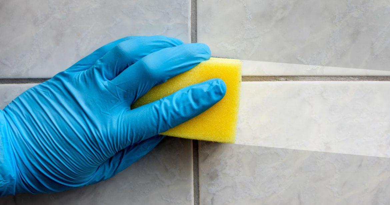 Limpeza de azulejos com produtos caseiros