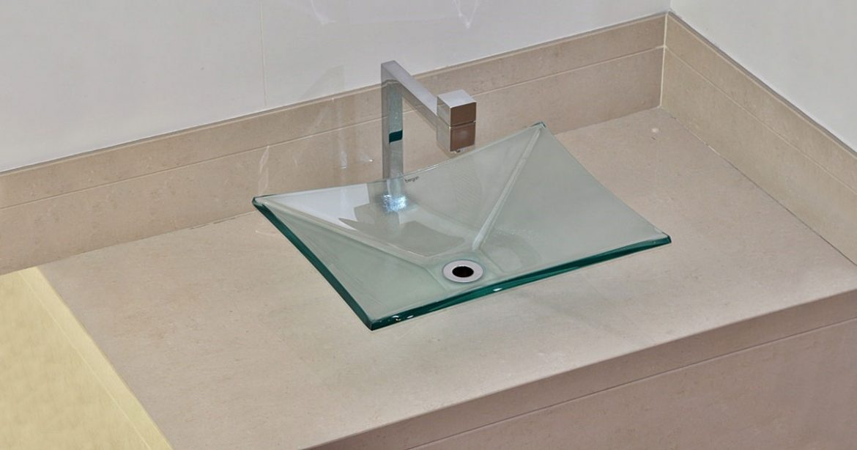 Os benefícios e funcionalidade de uma bancada de banheiro